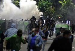 塞爾維亞下令疫情宵禁 萬人上街抗爭引爆衝突