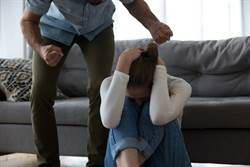 身障老男幻想嬌妻偷吃 棍棒活生生敲死