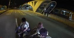 小狗路倒台灣大道 台中市暖心警民急救援
