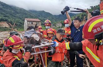 湖北黃梅山體滑坡9人遭活埋 已救出一名81歲老人