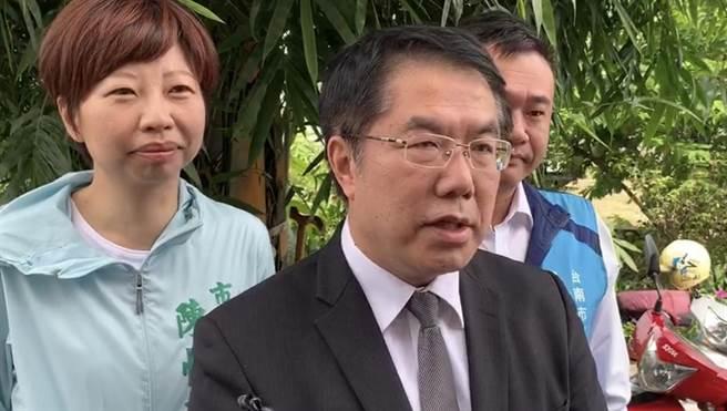 台南市長黃偉哲今早感謝蘇揆宣布國中小裝冷氣,提到後續電費、維修、採購冷氣等需要中央訂定一套標準。(曹婷婷攝)
