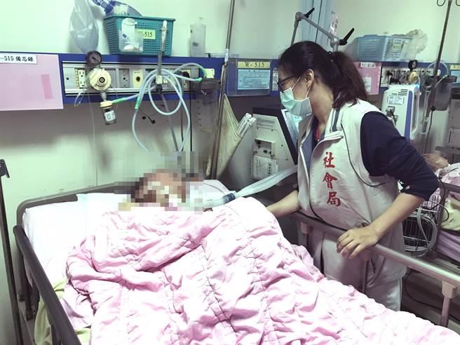未婚無子女的75歲林爺爺,中風臥病在床需仰賴呼吸器維生,台南市政府社會局主動替他辦理財產信託,以免被不當使用。(社會局提供/洪榮志台南傳真)