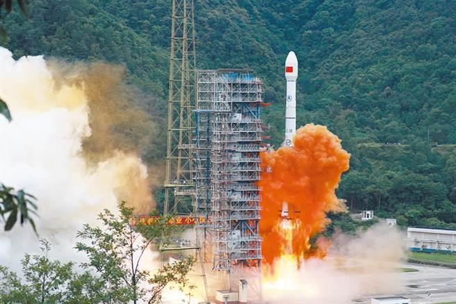 圖為長征三號乙運載火箭發射北斗系統第55顆導航衛星暨北斗三號最後一顆全球組網衛星。(中新社)