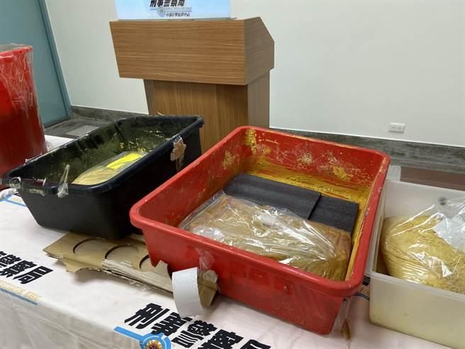 刑事局破獲全國首件以合法化學原料製造合成第四級毒品硝西泮工廠案。(盧金足攝)