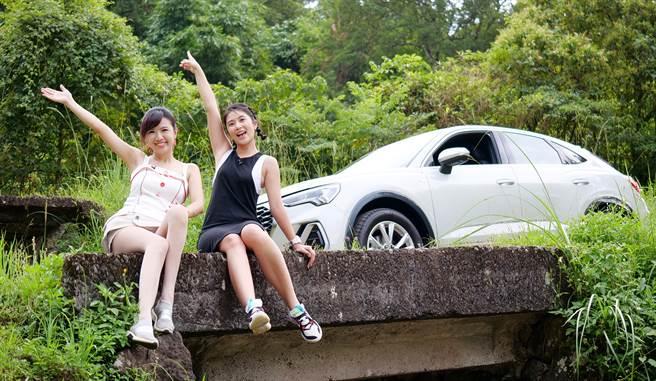 運動頻道CEO卓君澤(右)受邀到學姐廖盈婷的汽車頻道,分享試駕歐系潮流掀背跑旅的心得,也徜徉秘境景致。(Studio Six提供)