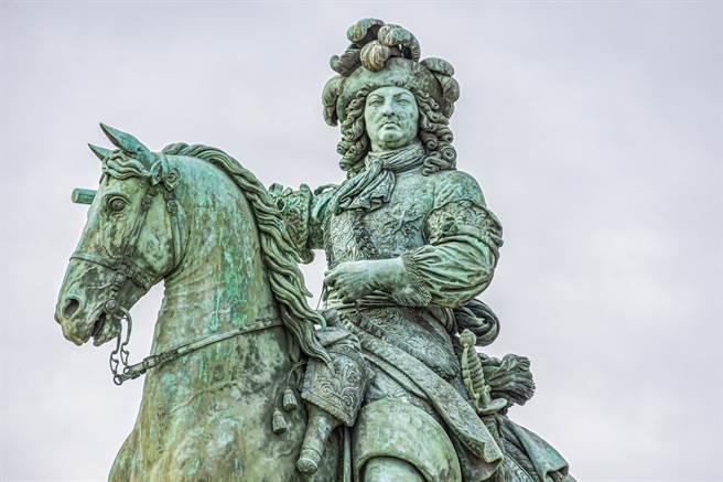 《秘聞23錄》路易十四一生竟只洗過7次澡 狂噴香水蓋異味(示意圖/達志影像)