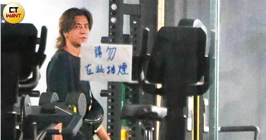 神隱多時的羅志祥,7月1日晚間10點多,和一票友人跑到新北市新莊籃球場運動放風,直到隔天凌晨才離開。(圖/本刊攝影組)