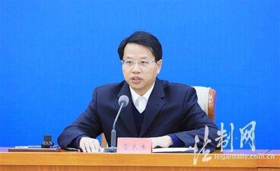 近日,平安中國建設協調小組政治安全專項組在京召開第一次會議,中央政法委副秘書長、政治安全專項組組長雷東生(如圖)主持會議並講話。(法制網)