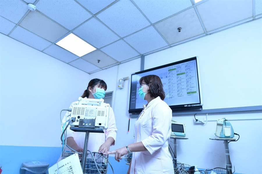 工研院「同色異譜人因照明技術」藉由調控不同時段燈光波長,讓護理人員工作和休息都更有效率。(工研院提供/羅浚濱新竹傳真)