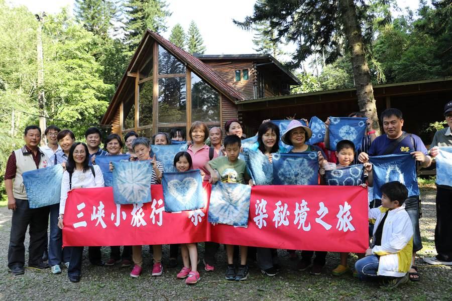 三峽安和社區結合藍染、品茶推出在地體驗。(新北市社會局提供/許哲瑗新北傳真)
