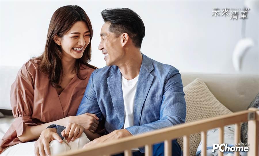 蓝钧天、吴宜桦演出电速剧《未来清单》。(PChome线上购物提供)