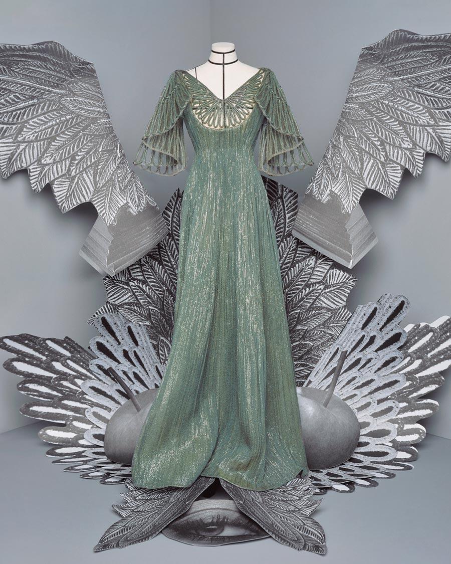 在此疫情嚴峻的時刻,DIOR高訂服時尚之美更能撫慰人心。(DIOR提供)