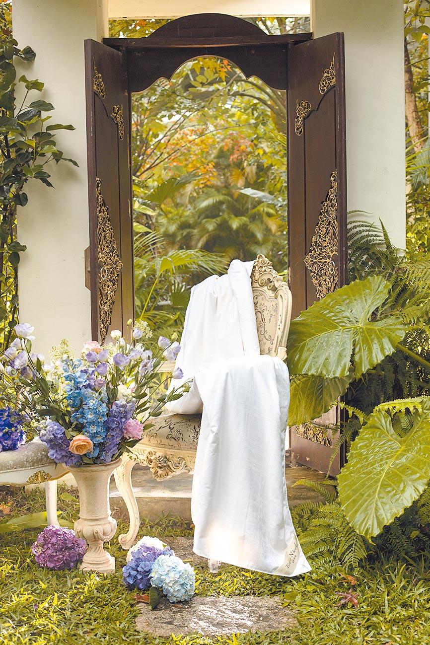 2.東妮寢飾100%臻藏長纖蠶絲夏被,特價3980元。(東妮寢飾提供)