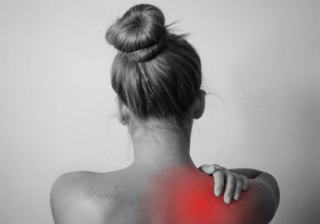 年輕人多因筋骨痠痛而就醫。(圖片來源:pixabay)