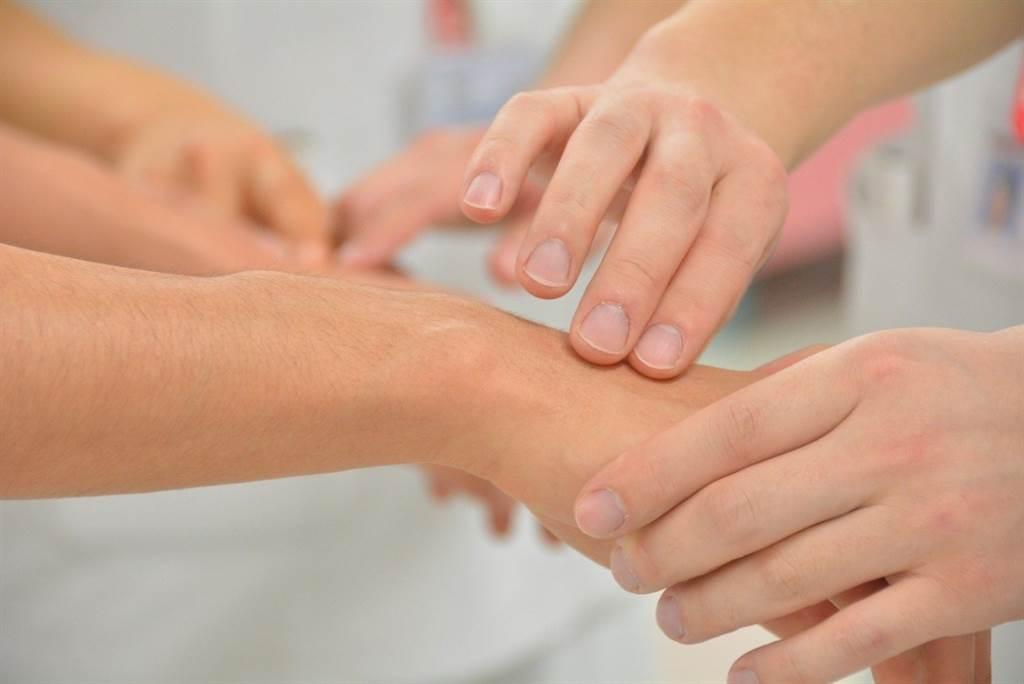 今年4月衛福部通過慢性腎病中醫輔助計畫,表示慢性腎病人可以在有經驗的中醫師指導下,使用中醫治療。(圖片來源:pixabay)