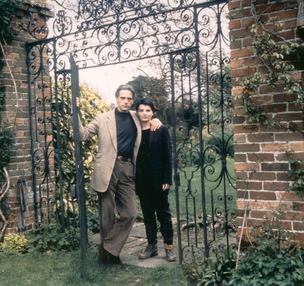 茱麗葉畢諾西右)與傑瑞米艾倫斯。(春暉提供)