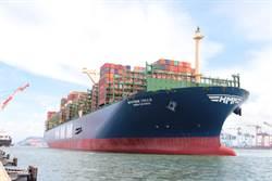 全球最大貨櫃船首航高雄港 快閃15hrs