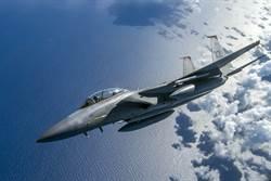 意外觸電心跳停止12分鐘 美F-15駕駛瀕死後首度飛上青天