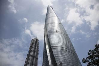 大陸第一高樓慘成瀑布 大水從60樓直灌9樓豆腐渣現形