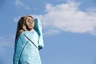影》川普害慘?美重大節日 第一夫人怪雕像被火燒了 毀容慘狀曝光