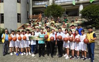 用行動鼓勵籃球小將 張廖萬堅偕運彩公會捐贈大墩國中