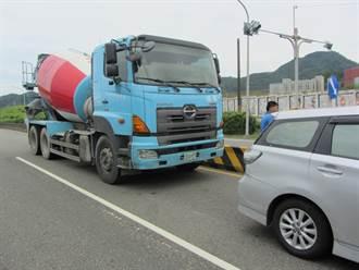 核二廠外驚魂!水泥預拌車追撞3車釀1傷