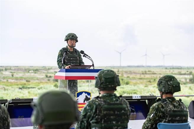 國防部長嚴德發勉勵全體官兵全力以赴,捍衛國家。軍聞社提供