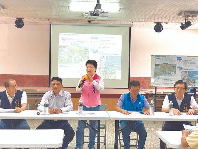 水利署舉辦潭子外圍分洪道治理工程說明會,立委楊瓊瓔(中)要求治水工程如期如質完工。(王文吉攝)