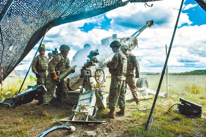 印度政府緊急從美國購買用於M777超輕型榴彈炮的「神劍」炮彈。(取自美國陸軍官網)