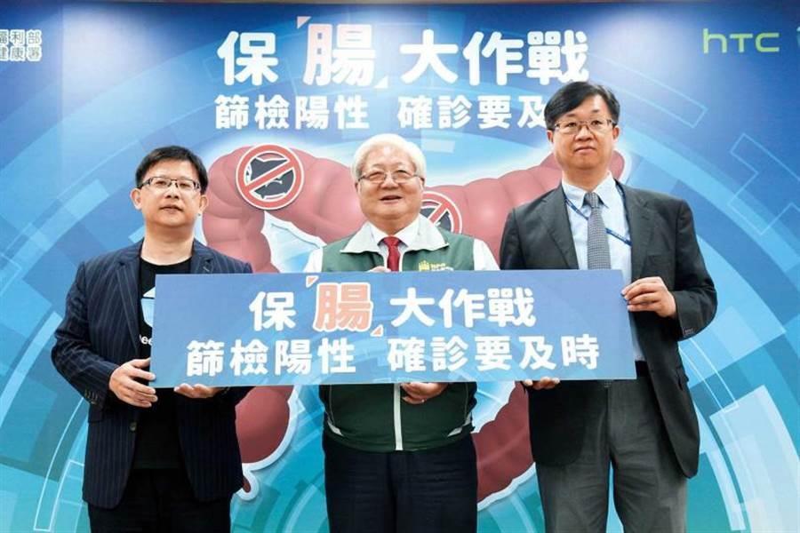 國健署副署長吳昭軍在記者會上表示,糞便潛血檢查陽性者若未進一步接受大腸鏡篩檢,罹患大腸癌的死亡率會增加64%。(圖/國民健康署提供)