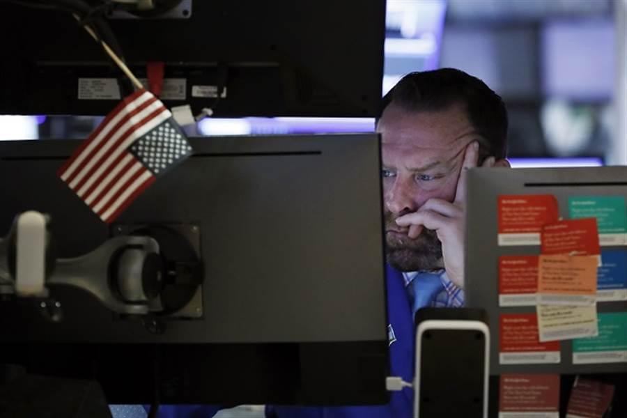 最慘財報季將至?小摩預言美股會這樣走。(美聯社資料照)