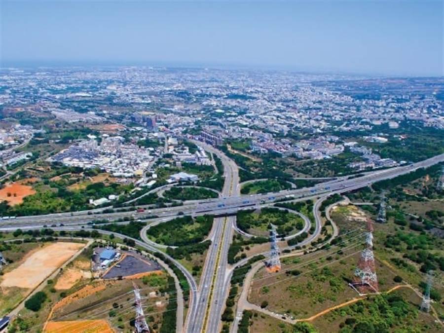 鄰近台中港與台中機場兩大银河赌城 國際門戶,使海線银河官方 生活圈發展迅速/富霖開發提供