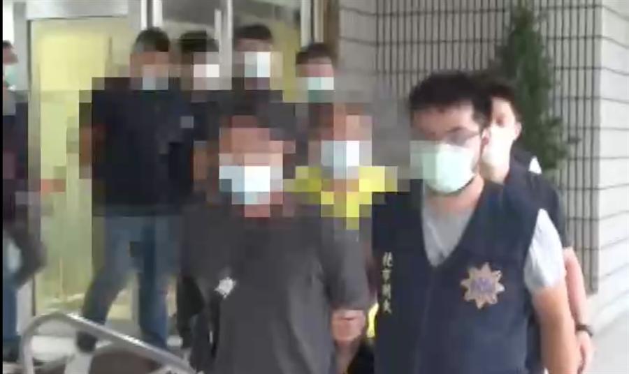 警方逮捕黃姓大哥在內的7嫌。(陳鴻偉翻攝)