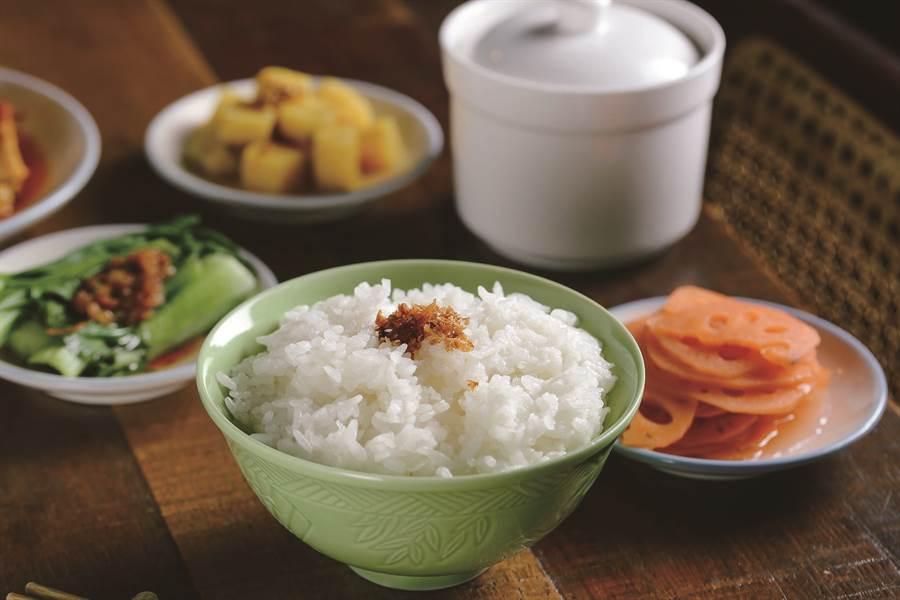 白飯搭配豬油或是其他懷舊風味的配菜,更能傳遞米食香純的風味。( 圖/稻舍 )