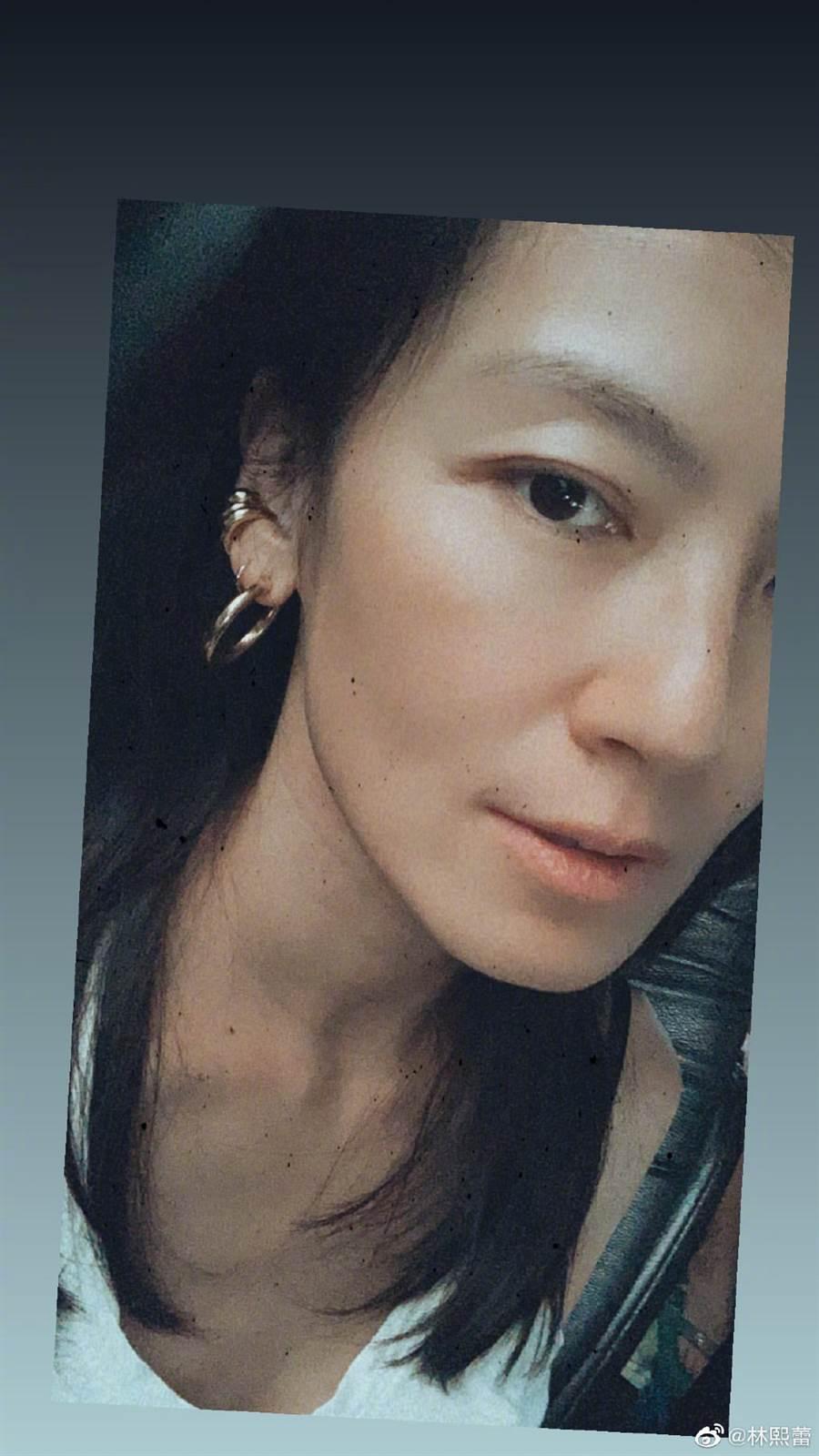 林熙蕾素顏自拍乍看不像她。(圖/翻攝自微博)