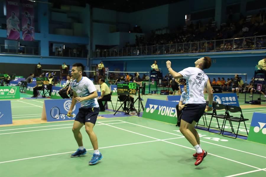 李洋(左)、王齊麟在羽球全團賽亮相,成為球隊獲勝重心。(中華羽協提供)