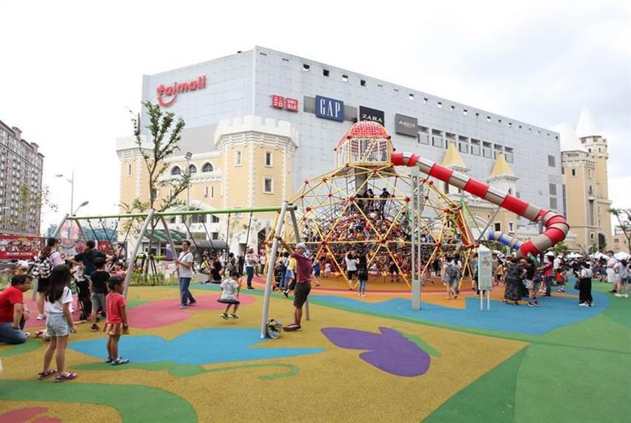台茂購購物中心改造5,500綠地「台茂公園」預計7月11日開幕,可望帶動人流和消費。圖/台茂提供