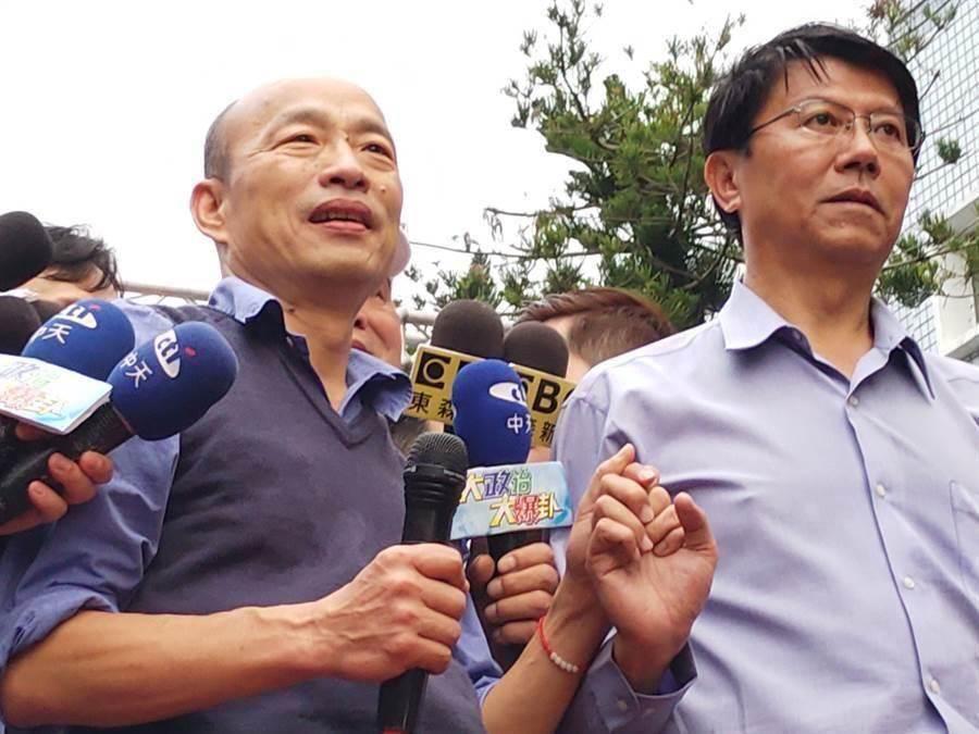 韓國瑜(左)與謝龍介(右)。(資料照,莊曜聰攝)