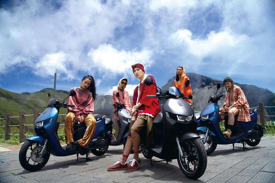 新生代嘻哈歌手婁峻碩晉身宏佳騰智慧電車車主,為愛車Ai-1 Sport ABS帶來全新歌曲「Ride Wit Me」。圖/宏佳騰提供