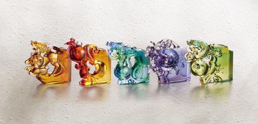 「五福祥臨」系列結合福祿壽喜財,每件單價5,280元,買一送一。圖/業者提供