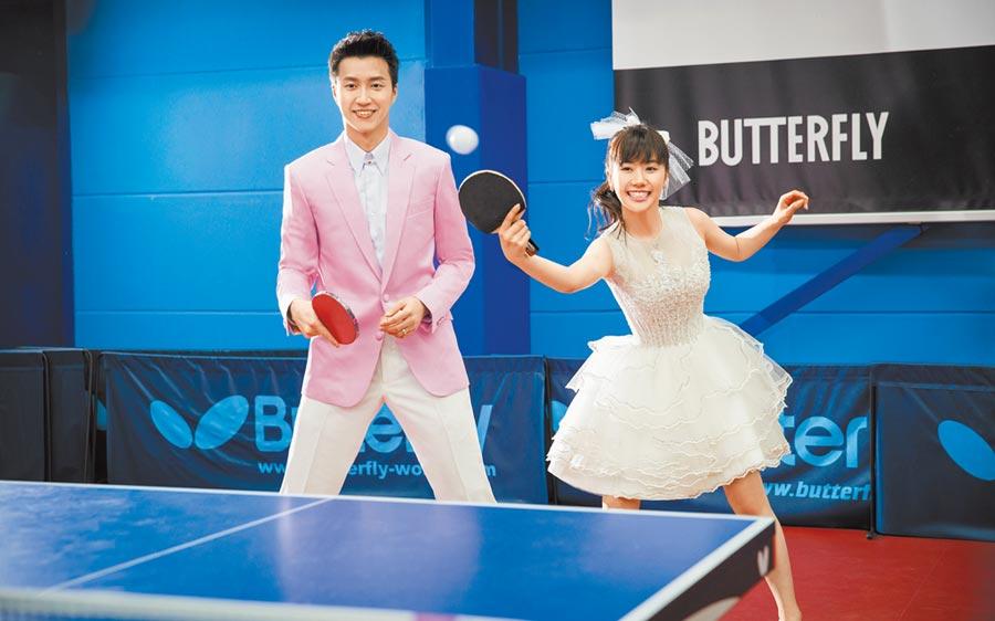 江宏傑(左)與福原愛打桌球的婚紗照無比甜美,如今兩人又有經營球館的桌球夢。(江宏傑臉書粉專翻攝)