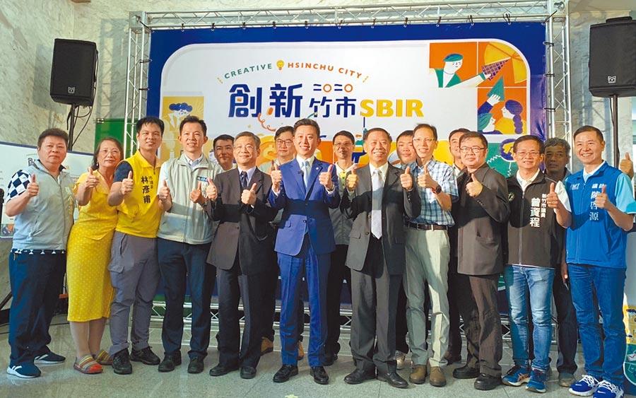 新竹市企業向中央提出紓困貸款的公司有625家、24億7640萬元,盼疫情高峰後,在後疫情時代重整再出發。(陳育賢攝)
