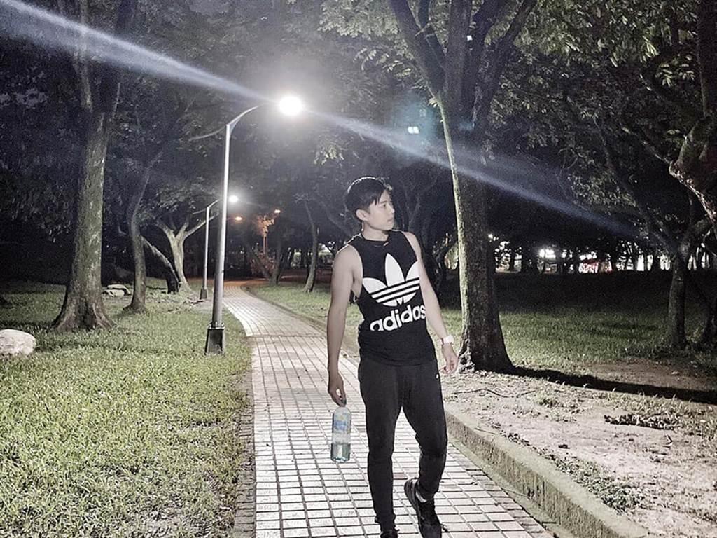 永慶房屋員工許家瑋每日慢跑8公里,運動習慣讓他上班更有活力。