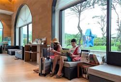 新北市圖為振興閱讀 送書到飯店讓旅客放鬆看書