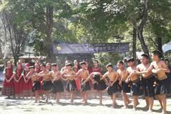 長榮百合校園蓋石板屋 傳承部落文化