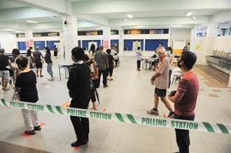 新加坡投票延至晚間10時 反對黨抗議無法繼續監票