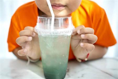 養生日記》把飲料當水喝!12歲童血尿送醫 檢查結果超驚人 - 生活頻道