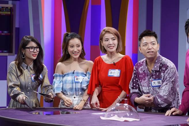琳妲(左起)、夏宇禾、徐小可、大飛上《星光歡樂城》玩slot game搶獎金。(狼谷提供)