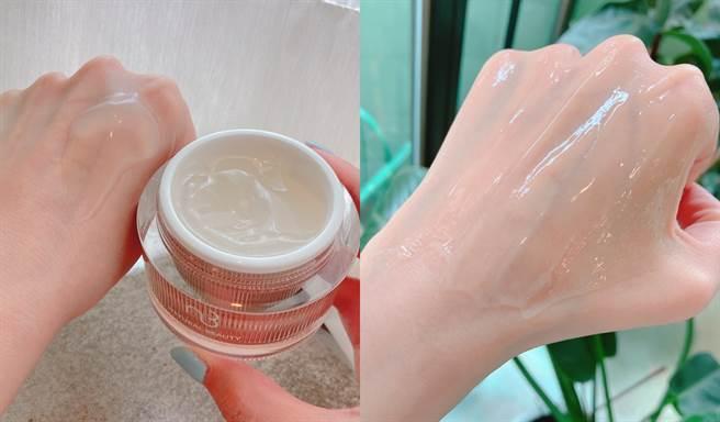 「肌因極光白修護凝凍」又稱睡美人面膜,可當晚安面膜使用,於每日臉部清潔後,取適量厚敷於臉部,10-15分鐘後再以清水洗淨。(圖/邱映慈攝影)