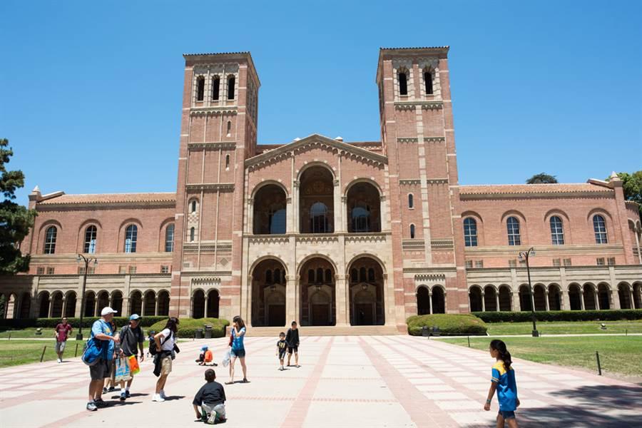 美國學生簽證新規嚴重衝擊擁有眾多國際學生的加州,加州政府因此將對川普政府提告,成為第一個因學生簽證新規而告上法院的地方政府。圖為加州大學洛杉磯分校。(示意圖/達志影像)